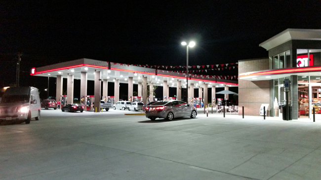 QuikTripTravelCenter-Weatherford, TX-CarCustomers-NightimeJI.jpg